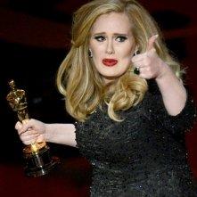 Oscar 2013: Adele con la statuetta vinta per il brano Skyfall