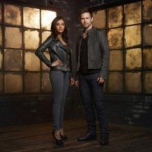 Cult: Matt Davis e Jessica Lucas in una foto promozionale della serie