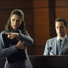The Good Wife: Amanda Peet e Josh Charles nell'episodio Here Comes the Judge