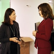 The Good Wife: Maura Tierney e Julianna Margulies nell'episodio And The Law Won