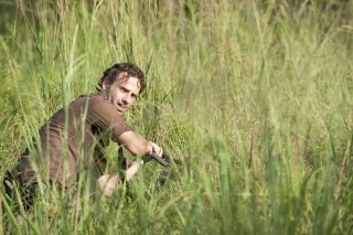The Walking Dead: Andrew Lincoln in una scena dell'episodio Bentornato a casa