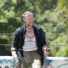 The Walking Dead: Michael Rooker in una scena dell'episodio Bentornato a casa