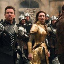 Ian McShane in una scena de Il cacciatore di giganti con Ewan McGregor, Nicholas Hoult e Eleanor Tomlinson