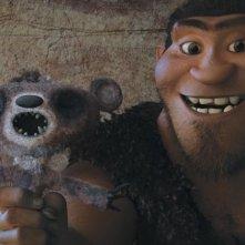 I Croods: Grug, il papà iperprotettivo, in una scena del film