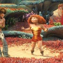 I Croods: la giovane Hip insieme a Guy in una scena del film