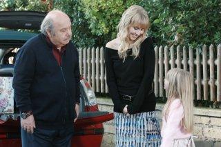 Un medico in famiglia 8: Margot Sikabonyi, Lino Banfi e Sofia Corinto in una scena della fiction