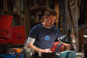 Iron Man 3: Robert Downey Jr. al lavoro nel suo laboratorio