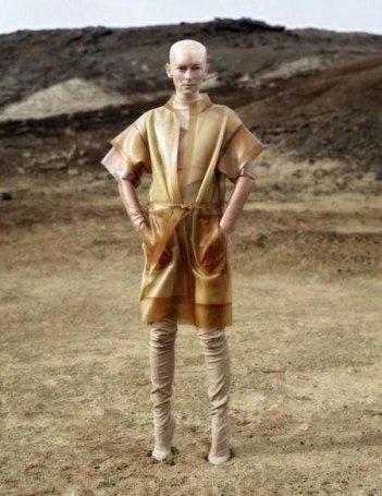 Snow Piercer: Tilda Swinton calva in una scena del film