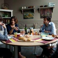 L'amore inatteso: Eric Caravaca con Arly Jover in una scena familiare del film
