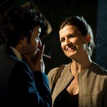 L'amore inatteso: Eric Caravaca e Arly Jover sorridenti in una scena del film