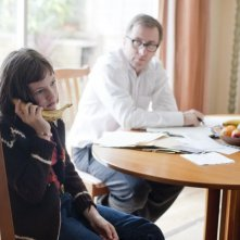 Eloise Laurence con Tim Roth in una scena di Broken
