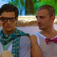 Nicolas Vaporidis e Andrea Bosca in una scena Outing - Fidanzati per sbaglio
