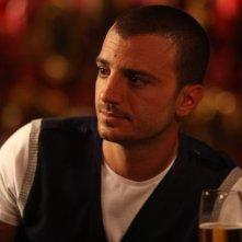 Nicolas Vaporidis nei panni di Federico in una scena di Outing - Fidanzati per sbaglio