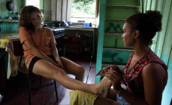 Un giorno devi andare: Jasmine Trinca e Manuela Mendonça Marinho in una scena del film di Giorgio Diritti