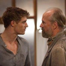 William Hurt e Max Irons in una scena del fantascientifico The Host