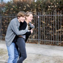 Die feinen Unterschiede: Arthur (Leonhard Bruckmann) e  Julia (Katharina Kubel) in una scena