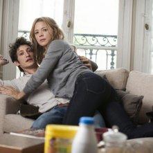 20 ans d'écart: Pierre Niney e Virginie Efira in una scena della commedia