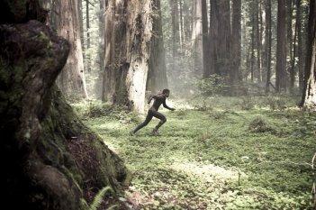 Jaden Smith in una scena d'azione di After Earth