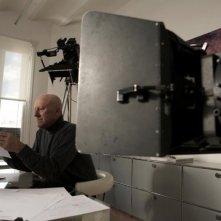 Quanto pesa il suo edificio, Mr. Foster?: l'architetto Norman Foster nel suo studio in una scena