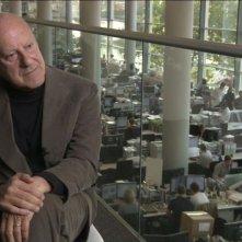 Quanto pesa il suo edificio, Mr. Foster?: Norman Foster parla delle sue opere in una scena del documentario