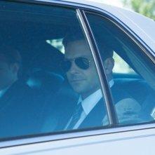 Bradley Cooper in auto in una scena del thriller Come un tuono
