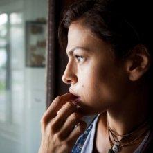 Come un tuono: Eva Mendes preoccupata in una scena del film