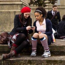 Rubinrot - Gwen (Maria Ehrich) e Leslie (Jennifer Lotsi) in una scena del film