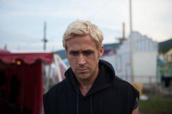 Ryan Gosling in un intenso primo piano tratto dal film Come un tuono