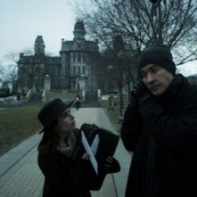 Adult World: Emma Roberts e John Cusack in una scena del film