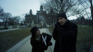 Adult World: Emma Roberts e John Cusack in una scena del film