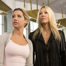 Heather Locklear insieme a Ashley Tisdale in una scena di Scary Movie 5