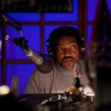 Le streghe di Salem: Ken Foree nei panni del dj radiofonico della radio di Salem in una scena