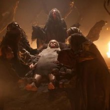 Le streghe di Salem: Sheri Moon Zombie tra le grinfie delle streghe in una scena del film