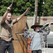 The Walking Dead: Andrew Lincoln e Chandler Riggs in una scena dell'episodio Ripulire