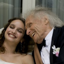 E' successo a Saint-Tropez: Clara Ponsot felice insieme a Ivry Gitlis in una scena del film