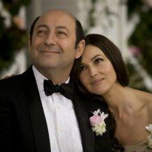 E' successo a Saint-Tropez: Kad Merad e Monica Bellucci in una scena del film