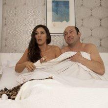 E' successo a Saint-Tropez: Kad Merad e Monica Bellucci sorpresi in intimità in una scena del film