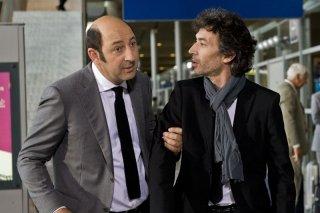 E' successo a Saint-Tropez: Kad Merad ed Eric Elmosnino in una scena del film