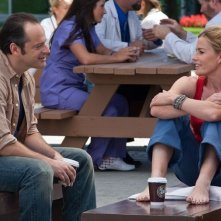 Gil Bellows con Elisabeth Shue in una scena del thriller House at the End of the Street