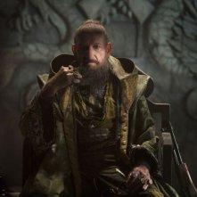 Iron Man 3: Ben Kingsley in una scena del film nei panni del Mandarino
