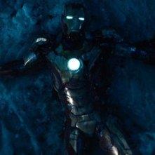 Iron Man 3: Iron Man a terra sulla neve in una scena del film