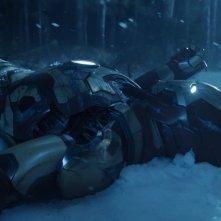 Iron Man 3: Iron Man giace sulla neve in una scena del film
