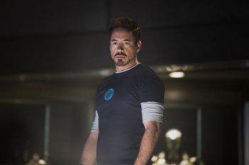 Iron Man 3: Robert Downey Jr. nel suo laboratorio elettromeccanico
