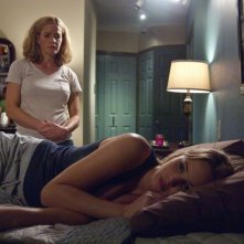 Jennifer Lawrence ed Elisabeth Shue in una scena del thriller House at the End of the Street