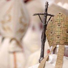 Mea maxima culpa. Silenzio nella casa di Dio: il Papa in una scena tratta dal documentario shock sugli abusi sessuali nella Chiesa