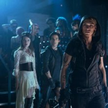 Shadowhunters - Città di ossa: Jamie Campbell Bower, Robert Sheehan e Jemima West in una scena