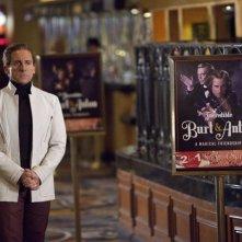 Steve Carell, l'incredibile Burt Wonderstone accanto al manifesto del suo show