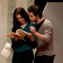 The English Teacher: Lily Collins e Michael Angarano in una scena del film