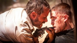 The Rover: Guy Pearce e Robert Pattinson in un'intensa scena