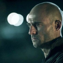 Welcome to the Punch: Mark Strong in una scena